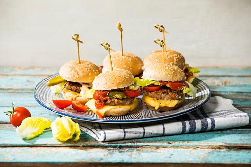 Slider - Burger「Mini burger on plate」:スマホ壁紙(7)