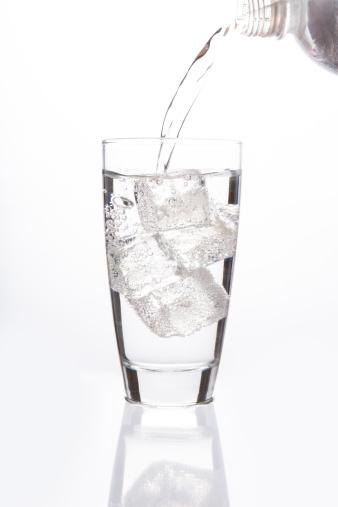 Carbonated drink「Sparkling water filling  glass」:スマホ壁紙(10)