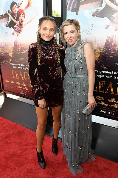 縦位置「The Weinstein Company's 'LEAP!' Premiere at The Grove in Los Angeles」:写真・画像(5)[壁紙.com]
