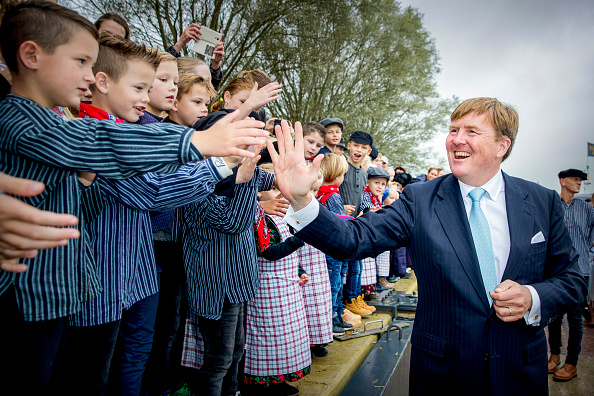 Utrecht「King Willem-Alexander and Queen Maxima of The Netherlands Visit The Eemland」:写真・画像(3)[壁紙.com]