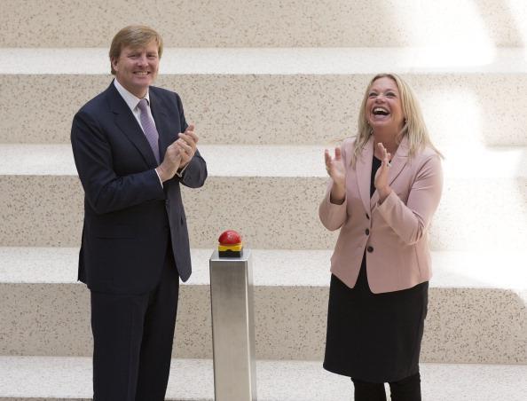 Dutch Royalty「King Willem-Alexander Of The Netherlands Opens New Ministry Of Defence」:写真・画像(12)[壁紙.com]