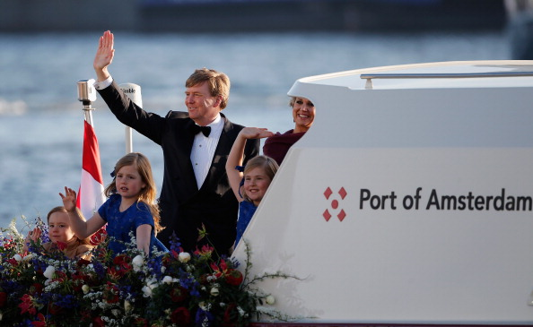 Dutch Royalty「Inauguration Of King Willem Alexander As Queen Beatrix Of The Netherlands Abdicates」:写真・画像(8)[壁紙.com]
