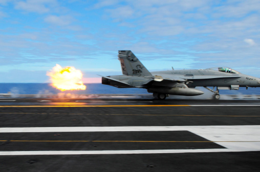 Military Ship「An F/A-18C Hornet launches from the aircraft carrier USS Ronald Reagan.」:スマホ壁紙(1)