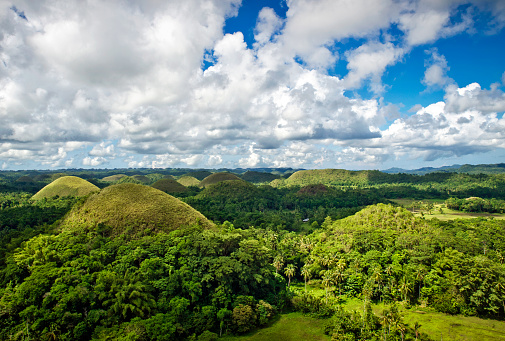 Rolling Landscape「Chocolate Hills, Carmen City, Bohol Island, Philippines」:スマホ壁紙(1)