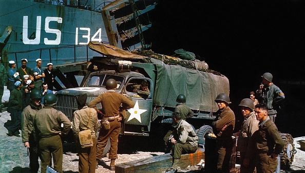 Loading「Preparing For Normandy Landing」:写真・画像(13)[壁紙.com]