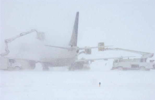 Airplane「Major Blizzard Paralyzes Denver Area」:写真・画像(17)[壁紙.com]
