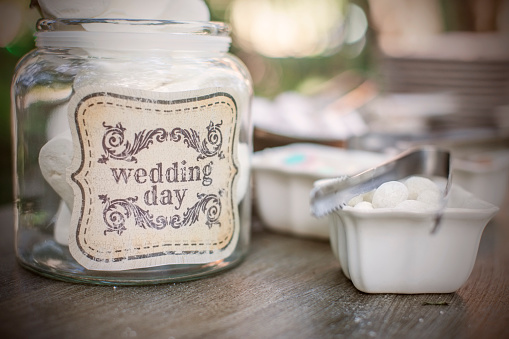 結婚「Sweets in glass jar with wedding day written on it」:スマホ壁紙(10)