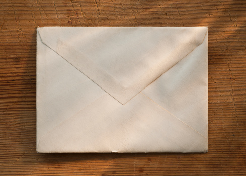 Envelope「Blank envelope on wooden table」:スマホ壁紙(7)