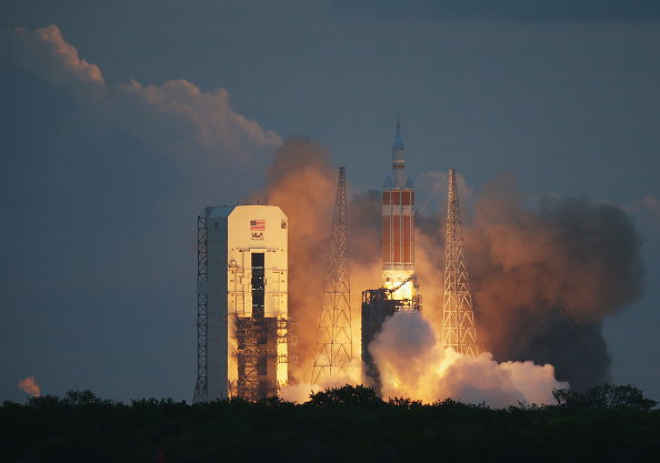 Cape Canaveral「NASA's Orion Spacecraft Launches Unmanned Test Flight」:写真・画像(9)[壁紙.com]