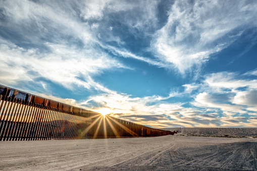 US State Border「The United States Mexico International Border Wall between Sunland Park New Mexico and Puerto Anapra, Chihuahua Mexico」:スマホ壁紙(9)