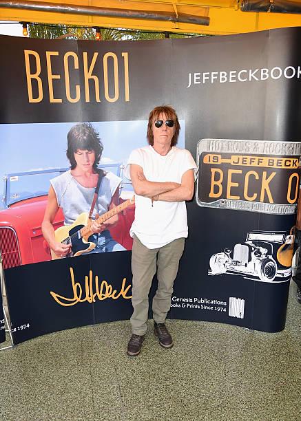 """Jeff Beck Greets Fans In Celebration of New Book """"BECK01"""" At Mel's Diner:ニュース(壁紙.com)"""