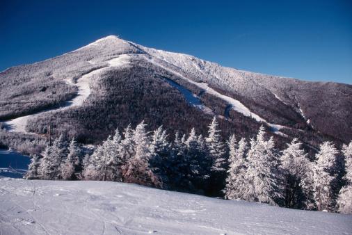 アディロンダック森林保護区「曇りのスキースロープ」:スマホ壁紙(6)