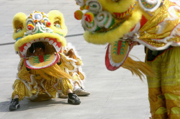 Cancan Chu「Lion Dance Performed To Bring Good Luck To Local Business」:写真・画像(0)[壁紙.com]