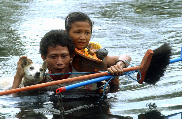 Tsunami「Search And Recovery Continues In Nias, Indonesia」:写真・画像(17)[壁紙.com]
