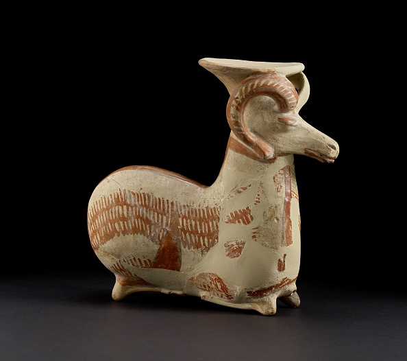 角のはえた「Vase In Form Of Couchant Ram (Restored)」:写真・画像(16)[壁紙.com]