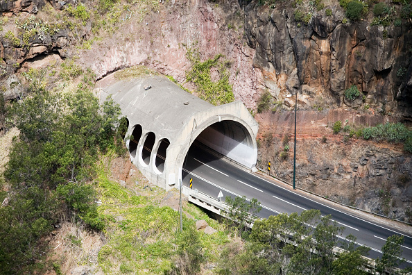 Traffic「Tunnel through the hills in the outskirts of Funchal, Madeira, Portugal」:写真・画像(16)[壁紙.com]