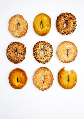 Bread「Various bagels, one with bite missing」:スマホ壁紙(10)