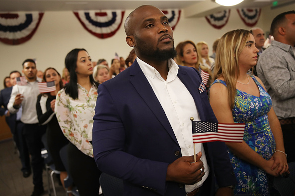 Variation「Immigrants To U.S. Become Citizens During Naturalization Ceremony」:写真・画像(5)[壁紙.com]