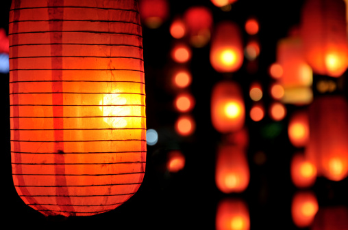 Chinese Lantern「Chinese paper lanterns hanging and lit」:スマホ壁紙(10)