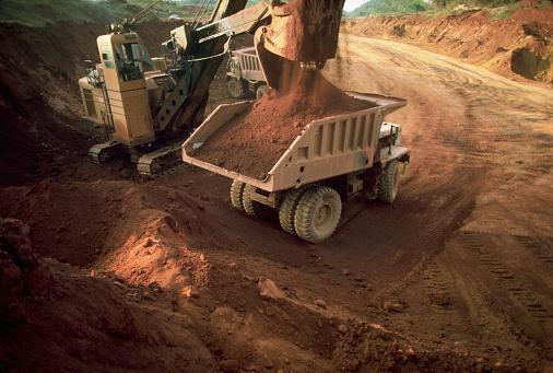 Bauxite「Power Shovel Loading Bauxite onto Dump Truck」:スマホ壁紙(5)