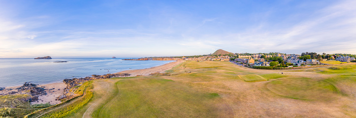 East Lothian「UK, Scotland, North Berwick, Aerial panorama of golf course in front of coastal town in summer」:スマホ壁紙(13)