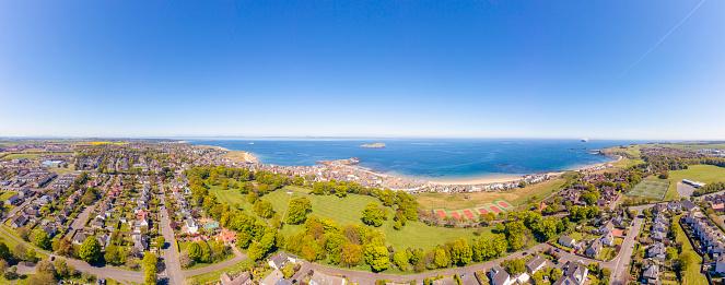 East Lothian「UK, Scotland, North Berwick, Drone view of coastal town in summer」:スマホ壁紙(8)