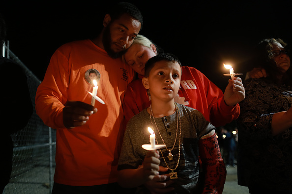 Southern USA「Candlelight Vigil Held At Beauregard High School For 23 Tornado Victims Of Lee County」:写真・画像(15)[壁紙.com]