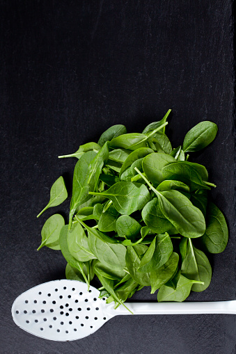 Spinach「Leaf spinach and white skimmer on slate」:スマホ壁紙(4)