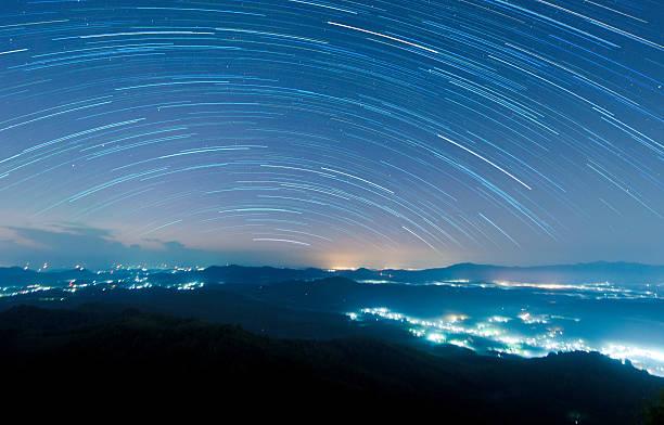 Starry night above beautiful misty mountain:スマホ壁紙(壁紙.com)