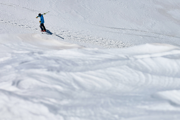 Ski Pole「Skiers And Snowboarders Enjoy Spring Conditions At Arapahoe Basin Over Memorial Day Weekend」:写真・画像(7)[壁紙.com]