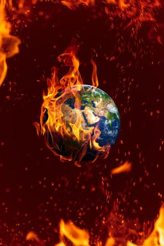 Fireball「Earth is on fire, global danger concept」:スマホ壁紙(2)