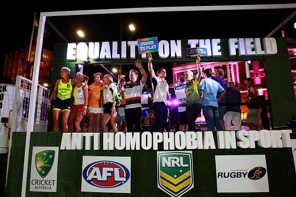 Oxford Street「Sydney Celebrates 37th Annual Sydney Gay & Lesbian Mardi Gras Parade」:写真・画像(2)[壁紙.com]