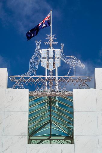 カンガルー「Australian Flag and Coat Of Arms Parliament House, Canberra, Australia」:スマホ壁紙(1)