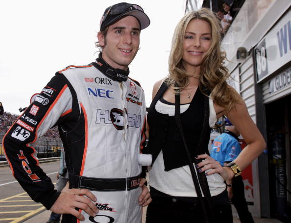 運転手「Celebrities At The Clipsal 500 V8 Supercars」:写真・画像(11)[壁紙.com]