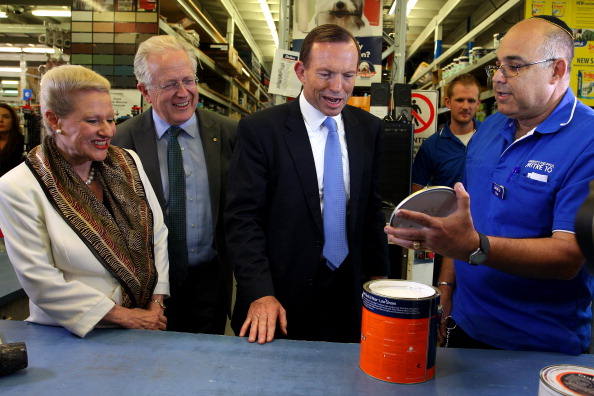 Religious Dress「Abbott Flies Into Sydney To Campaign With Three Days To Go」:写真・画像(1)[壁紙.com]