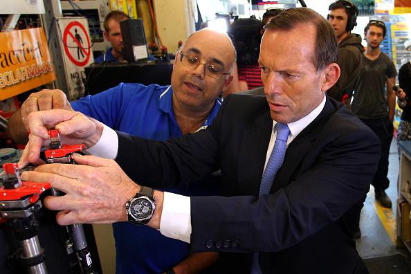Religious Dress「Abbott Flies Into Sydney To Campaign With Three Days To Go」:写真・画像(2)[壁紙.com]