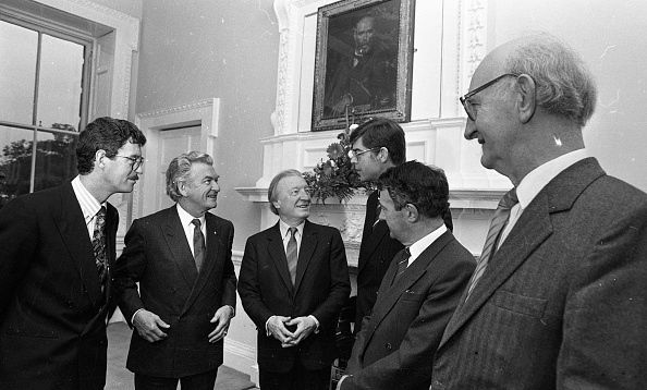 Australian Labor Party「Australian Prime Minister Robert Hawke and Taoiseach Charles Haughey at the Dail 1987」:写真・画像(13)[壁紙.com]