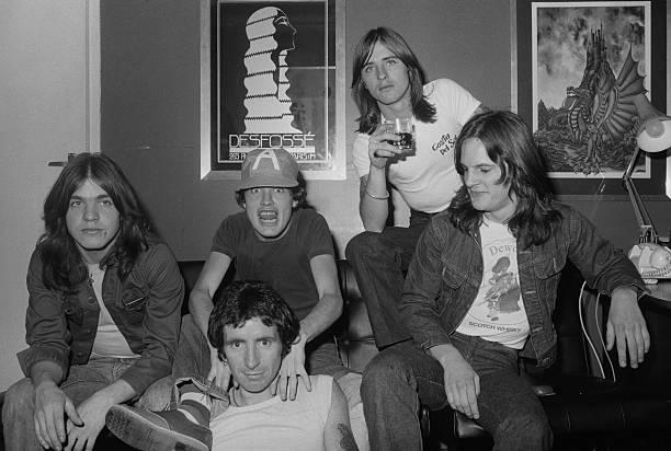 AC/DC:ニュース(壁紙.com)