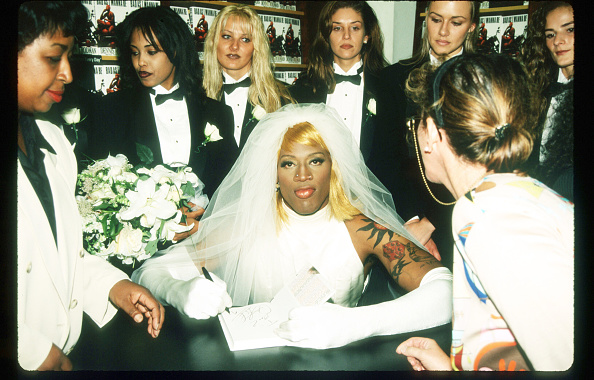 Wedding Dress「Dennis Rodman At Book Signing」:写真・画像(12)[壁紙.com]