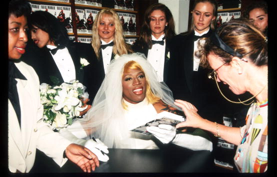 Book Signing「Dennis Rodman At Book Signing」:写真・画像(8)[壁紙.com]