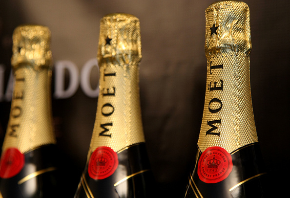 Bottle「Moet & Chandon At The Luxury Lounge In Honor Of The 2008 SAG Awards - Press Day」:写真・画像(10)[壁紙.com]