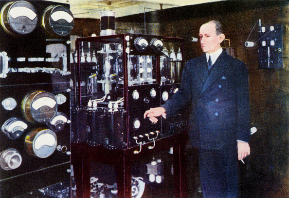 Light Bulb「Guglielmo Marconi」:写真・画像(13)[壁紙.com]