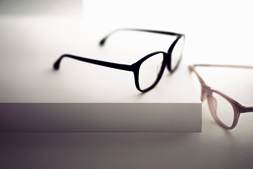 Eyesight「Groups of reading glasses hanging and suspended」:スマホ壁紙(17)