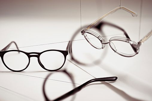 Eyesight「Groups of reading glasses hanging and suspended」:スマホ壁紙(3)