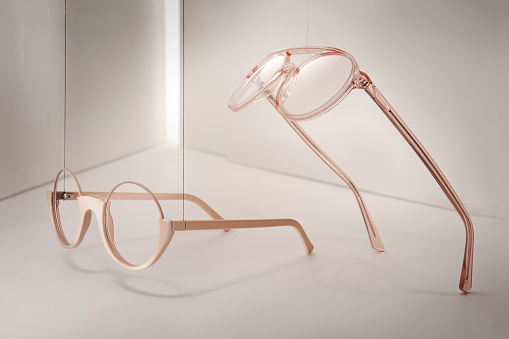 Eyesight「Groups of reading glasses hanging and suspended」:スマホ壁紙(5)