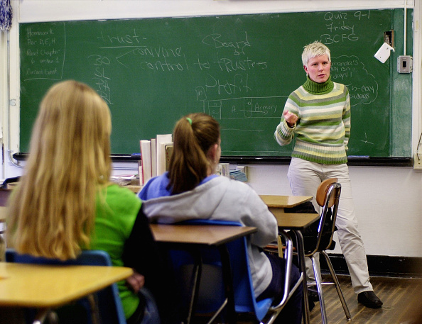 Classroom「Chrissy Gephardt Campaigns For Her Father In New Hampshire」:写真・画像(4)[壁紙.com]