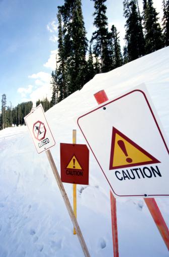スキー「Caution Signs in a Closed Ski Area」:スマホ壁紙(11)
