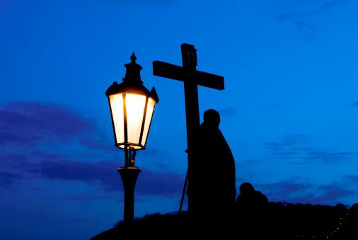 Charles Bridge「Cross and lamp Charles Bridge」:スマホ壁紙(4)