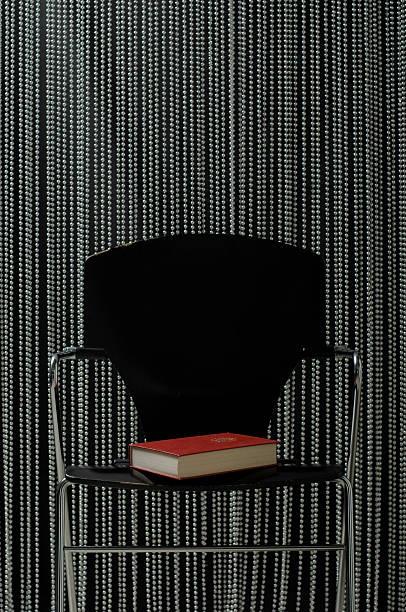 Book on chair:スマホ壁紙(壁紙.com)