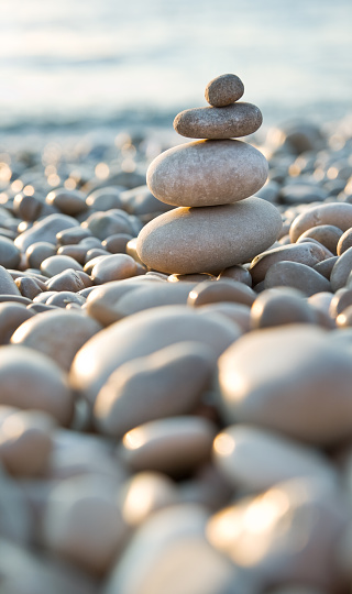 Winning「Stacked pebbles on a beach」:スマホ壁紙(14)